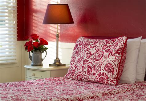 Get Feng Shui Tips for a South-Facing Bedroom