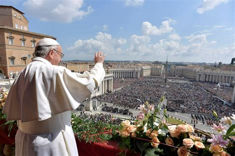 Pope Francis on Easter: cling to faith despite wars