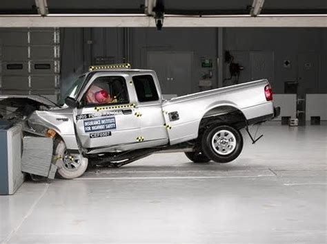 2005 Ford Ranger extended cab moderate overlap IIHS crash