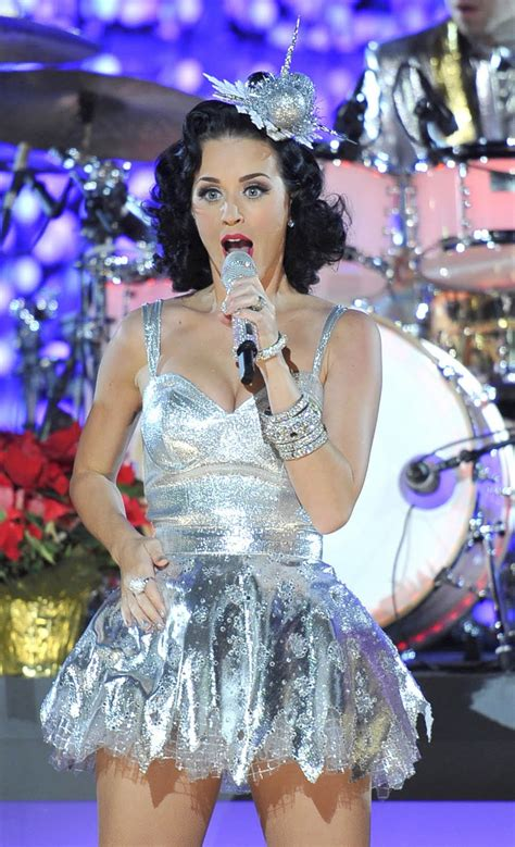 Best Cool Pics: Katy Perry Grammy Nominations Concert HQ