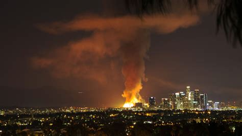 Los Angeles Fire Destroys Building - Video - NYTimes