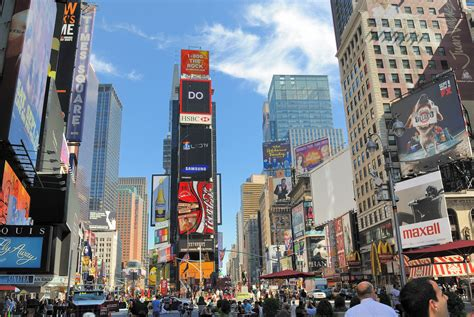 Car Crashes Into Pedestrians in New York's Time Square